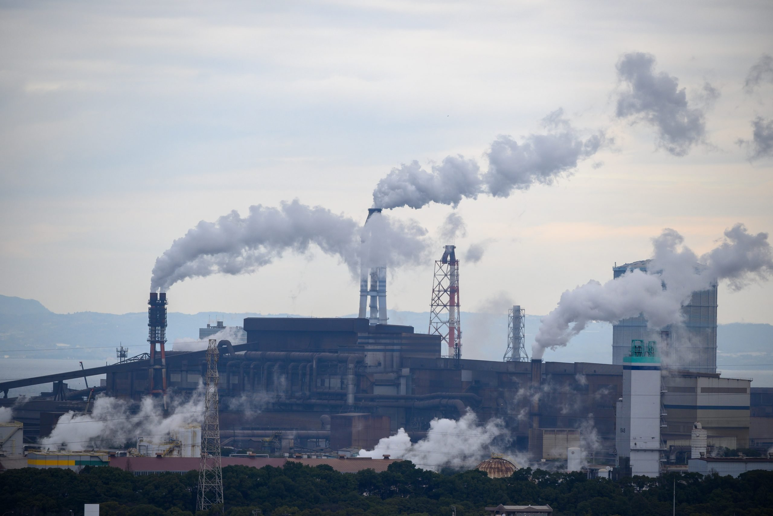 Thick pollution is emitted from a factory.